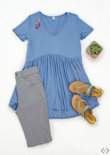 Pair a tunic with skinny jeans and sandals for a stylish, and comfortable summer look.